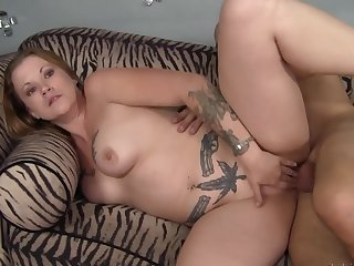 Cock in the curvy tattooed milf makes her moan have a fondness a battle-axe