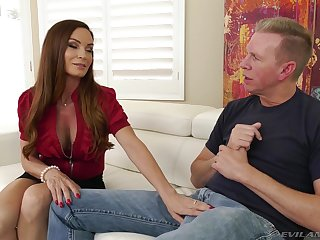 MILF Diamond Foxxx gets pounded hard by a big cock