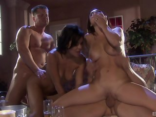 Hardcore porn star threesome thither slutty Rubicund Knox plus Holly West