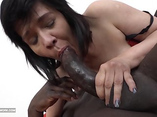 Granny Squirting and fucking big jet load of shit likes to blowjob
