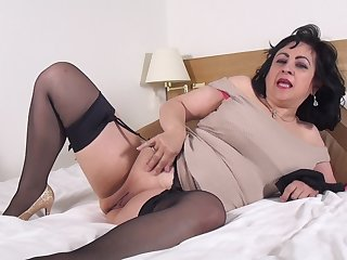 Full-grown murk amateur Virginia pounds her pussy with toys solo